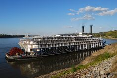 Days Long Past...the American Queen docked at Natchez one month before Hurricane Katrina