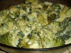 Le gratin de brocolis : une recette rapide : Savoureux et peu calorique, le brocolis est l'un des légumes incontournables de l'hiver. Nous vous proposons une recette simple et rapide pour réussir un délicieux gratin de brocolis. Delicious Vegan Recipes, Vegetarian Recipes, Healthy Recipes, Light Recipes, Healthy Cooking, Safe Food, Family Meals, Food Inspiration, Macaroni And Cheese