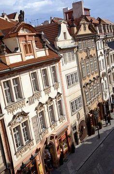 Nerudova (Praga) - El paraíso del callejeo: 31 calles que recorrer antes de morir