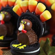 Oreo Turkey Crafts- the perfect edible crafts for Thanksgiving! Your family will love creating these cute cookies together.