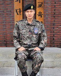 Korean Drama Actor Lee Min Ho Looks Hot in his Army Uniform Lee Min Jung, Lee Jong Suk, Minho, Asian Actors, Korean Actors, Kdrama, Il Woo, Lee Min Ho Photos, Yoo Ah In