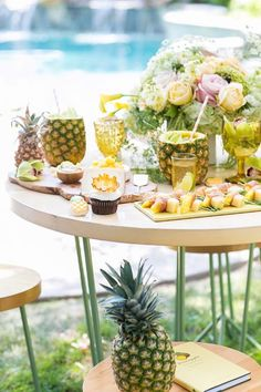 Pineapple Garden Party - your food, details and party buying guide to host your very own pineapple garden party this summer! - Sugar and Charm Vintage Birthday Parties, Adult Birthday Party, Vintage Party, Summer Pool Party, Summer Parties, Pool Party Themes, Party Ideas, Pineapple Cocktail, Orange Party