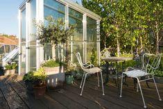 Nous découvrons aujourd'hui une habitation où les principaux habitants sont les plantes. Un intérieur incroyablement vert où le mobilier Vintage n'est qu'accessoire.