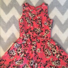 Danny and Nicole floral  dress  Danny and Nicole Floral  dress ! Size 4 but it runs small it fits like a 2 Dresses