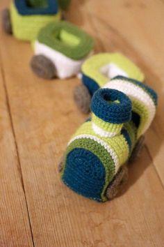 Схема вязаной крючком игрушки - паровозика амигуруми.