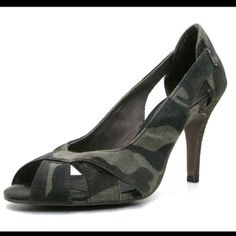 Tamaris Pumps Peep Toe Military Camouflage Heels Shoe size: 36 EUR, 6 US. Almost new without box. Upper material: canvas. Product color: multicolored (camouflage). Brand: Tamaris. Soft interior lining. Insole: Leather Inner of textile Heel Type: Stieletto Occasion: Leisure Pattern: Camouflage Heel height: 9,5 cm Closure: Slip / Open Toe: Round Exterior of textile Tamaris Shoes Heels