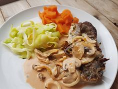 "meglerfru1 – Svigermors ""Kina-koteletter"" Love Food, Spaghetti, Chicken, Ethnic Recipes, Noodle, Cubs"