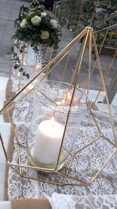 Simple Wedding Centerpieces, Church Wedding Decorations, Rustic Wedding Flowers, Flower Centerpieces, Long Table Wedding, Diy Wedding, Bouquet, White Candles, Alternative Wedding