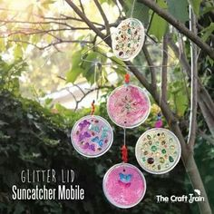 Glitter Lid Suncatcher with recycled clear lids Kids Crafts, Preschool Arts And Crafts, Summer Crafts, Toddler Crafts, Projects For Kids, Easy Crafts, Art Projects, School Projects, Chandeliers