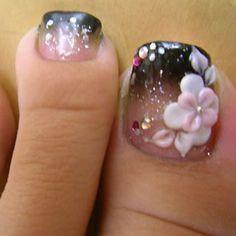 Toe nail art! so pretty!!!!!!!!!!!!!