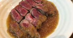 材料を混ぜるだけ! お肉を焼いた後のフライパンなどでタレを加熱し玉ねぎの色が変わる程度に火を通すのが美味しさのコツです。