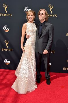 Felicity Huffman et William H. Macy Voici ce que les stars ont porté à la cérémonie des Emmy Awards 2016