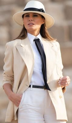 US First Lady Melania Trump visits the Giza Pyramids on October 6 during the final stop of her week-long trip through four countries in Africa. Trump Melania, Melania Knauss Trump, First Lady Melania Trump, Paris Chic, Beauty And Fashion, Fashion Looks, Stylish Outfits, Fashion Outfits, Womens Fashion