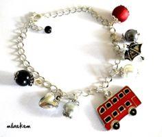 Bracelet à breloques Angleterre / Londres avec bus rouge et perles assorties - So British : Bracelet par milaekem-bijoux