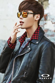 Hot actor Lee Jong Suk is the new endorsement model for 'Oakley,' where he is seen dressed in modern and chic outfits paired with matching sunglasses … W Kdrama, Kdrama Actors, Lee Min Ho, Asian Actors, Korean Actors, Korean Guys, Lee Jong Suk Wallpaper, Jong Hyuk, Lee Jong Suk Hot