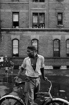 Untitled, 1948 According to Parks, this is Red Jackson, a young Harlem gang leader. Photo credit: Gordon Parks — at New York City, Harlem. Park Photography, Glamour Photography, People Photography, Vintage Photography, Photography Portraits, History Of Photography, Photography Ideas, Fashion Photography, Gordon Parks
