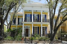 Historic Garden District New Orleans. New Orleans Garden District home located at 1239 Second Street.