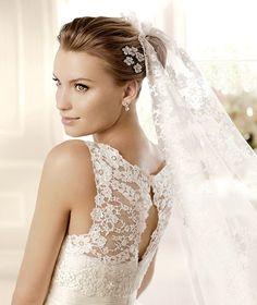 MILENA » Wedding Dresses » 2013 Glamour Collection » La Sposa (close up)
