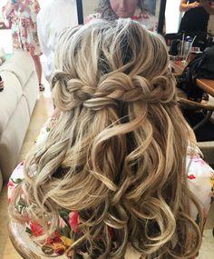 #loose #hairstyle #braided #halfuphalfdown #hairdo by @alesiasolomko  #makeuptutorial #hairstyle #hairideas #hairstyles #bridalhair #bridallook #braids #braid #loosewave #loosecurls #loosewavehair #beachyhair #frenchbraids #waves #beachwaves #bride  #braidmaids #style #прически #прическа #прическаневесты #локоны #пляжныелоконы http://gelinshop.com/ipost/1516917572275069439/?code=BUNLH65AOH_