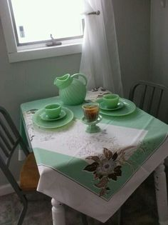 Vintage jadite / / and a table w. cute cloth right by the window . a happy looking place :) Vintage Love, Vintage Green, Vintage Decor, Vintage Antiques, Retro Vintage, Vintage Stuff, Vintage Beauty, Vintage Items, Kitsch