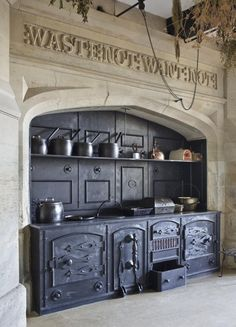 Vintage Kitchen The range and surrounding stonework with carved inscription in the Kitchen at Gawthorpe Hall, Lancashire. Old Kitchen, Vintage Kitchen, Kitchen Wood, Cuisinières Vintage, Wood Stove Cooking, Antique Stove, Antique Kitchen Stoves, Old Stove, Cast Iron Stove