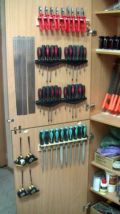 Garage workshop organization - Diy garage storage - Garage organization tips - Garage organisati Garage Workshop Organization, Garage Tool Storage, Workshop Storage, Garage Tools, Shed Storage, Diy Storage, Workbench Organization, Workshop Ideas, Garage Ideas