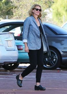 Julia Roberts rocking clogs too…