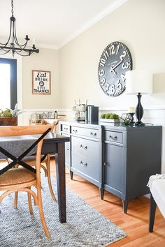 Neutral paint colors for creating a beautiful high contrast home. #sherwinwilliams #paintcolors #modernfarmhouse