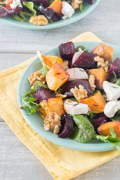 rode-bieten-salade-met-zoete-aardappel,-walnoten-en-geitenkaas-staand
