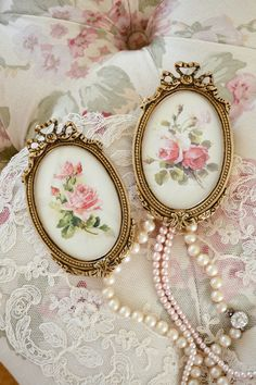 Fripperies: #Frames and #pearls.