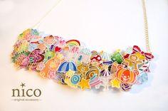 四季のネックレス*【ハンドメイド大賞アクセサリー部門】プラバンを重ね、立体的に仕上げました。    素材:プラバン、ネックレス金具、レジン  サイズ:チェーン50cm、プラバン部分6×17cm Uv Resin, Resin Art, Diy Necklace, Diy Earrings, Shrink Art, Shrink Film, Shrink Plastic Jewelry, Shrinky Dinks, Disney Crafts