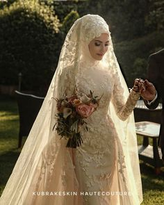 💕 Bu yazin gelinleri vol 1 😍 You can find different rumors about the annals of the marriage dress; Muslimah Wedding Dress, Muslim Brides, Pakistani Wedding Dresses, Bridal Dresses, Wedding Gowns, Bridesmaid Dresses, Muslim Couples, Lace Wedding, Wedding Cakes