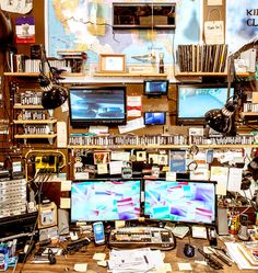 I dig Casey Neistat's work and so do a lot of other people. The dude has won a bunch of awards, created a bazillion and six videos, and has a physique for which I would gladly trade six or s… Artist Workspace, Office Workspace, Office Org, Organized Office, Office Setup, Casey Niestat, Space Matters, Dream Studio, Nyc Studio