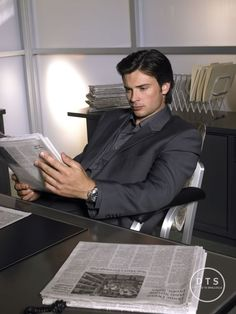 the daily planet #reporter #smallville #clarkkent