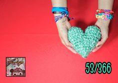 53 de #366DíasEnredandoConLanaALoTrescatorcePI  De #Corazón os deseo a tod@s un feliz #Lunes #CalaverasSabias!                #Heart #Love #Amigurumi #Ganchillo #Crochet #Handmade #Like #Beautiful #Happy #happyness #Positividad #Semana #Week hecho por #TrescatorcePI sin #Patrón alguno. by trescatorcepi