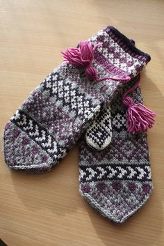 Knitting Patterns Gloves Ravelry: Ylva pattern by Solveig Larsson Knitted Mittens Pattern, Fair Isle Knitting Patterns, Knit Mittens, Knitted Gloves, Knitting Designs, Fingerless Mittens, Knitting Accessories, Knit Or Crochet, Hand Knitting