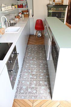 Tiles in the kitchen. Julie Nabucet - a Parisian apartment - desire to inspire - desiretoinspire.net