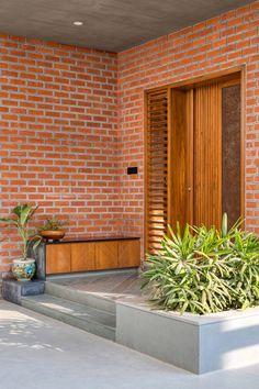 Pooja Room Door Design, Door Design Interior, Main Door Design, Entrance Design, House Entrance, Cottage House Plans, New House Plans, Screen House, Ethnic Home Decor