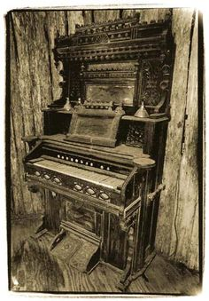 Old Piano by ~beverlydill on deviantART