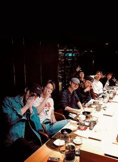 "dazzlingkai: ""exo celebrating chen's birthday "" Suho n Lay missing lmao Baekhyun Chanyeol, Exo Ot9, Kpop Exo, Exo Chen, Luhan And Kris, Bts And Exo, K Pop, Fake Instagram, Kai"