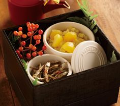 【栗きんとん/田作り】シリコン・キッチンウェアを使って、おせち料理が電子レンジで簡単に。本格的な味わいを少量ずつ作れるのも魅力です。  http://lecreuset.jp/community/recipe/kurikinton_tadukuri/