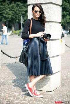 60 ideas fashion week street style skirt christmas gifts for 2019 Street Style Outfits, Milan Fashion Week Street Style, Sneakers Street Style, Milan Fashion Weeks, Street Style Looks, Teen Vogue, Modest Fashion, Skirt Fashion, Look Fashion