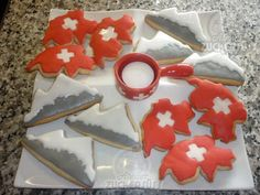 Inspiration: Swiss cookies from Atelier Zuckersüss No recipe. Easy Delicious Recipes, Yummy Food, Swiss National Day, Swiss Days, Swiss Recipes, Sweet Cookies, Thinking Day, Bake Sale, Most Favorite