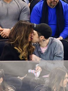 Pete Davidson and Kate Beckinsale are going strong one month after they were seen together hand-in-hand - and now . they're pouring their romance on - News - Check out: Pete Davidson & Kate Beckinsale Make Out At Hockey Game on Barnorama Madison Square Garden, Saturday Night Live, Kate Beckinsale, Emma Bunton, Tina Turner, New York Rangers, Ben Affleck, Meghan Markle, Celebrity Couples