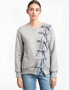 Grey Sweatshirt with Cut out Diagonal Stripe Bow Ties # Easy DIY clothes Diagonal Bow Tie Sweatshirt Diy Clothing, Sewing Clothes, Clothing Patterns, Sweatshirt Makeover, Sweatshirt Refashion, Trendy Tops For Women, Altering Clothes, Refashioning, Sweater Shop