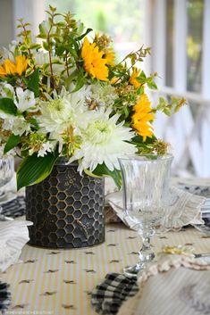 Flower Centerpieces, Flower Arrangements, Diy Flowers, Tablescapes, Bee, Bloom, Seasons, Table Decorations, Floral
