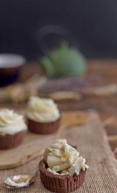Tartaletas de namelaka y pera /Namelaka cream with pears and chocolate mince pies