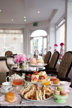 Duh, and conveniently in the JJ neighb Afternoon Tea at BB Bakery Covent Garden Brunch, Tee Sandwiches, Comida Disney, Afternoon Tea Parties, Afternoon Tea London, Cream Tea, Tea Service, Dessert, Tea Recipes