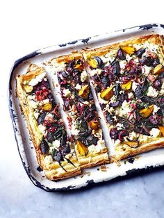 Beetroot feta and thyme tart This beetroot feta and thyme tart looks amazing and tastes delicious too It requires a bit of time but the recipe itself is really easy Its. Beetroot Recipes, Vegan Recipes, Cooking Recipes, Cooking Rice, Amish Recipes, Dutch Recipes, Yummy Recipes, Recipies, Slow Cooker Desserts