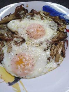 Αυγά ματιά με πλευρώτους 💎 Eggs, Breakfast, Food, Egg, Hoods, Meals, Egg As Food